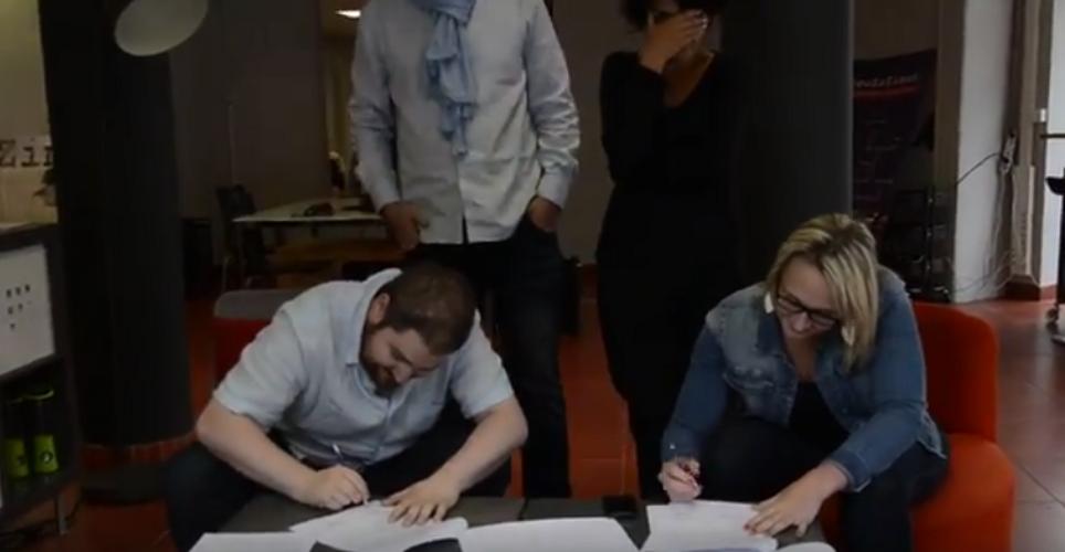 Marion et Eric signent leurs CDI 0